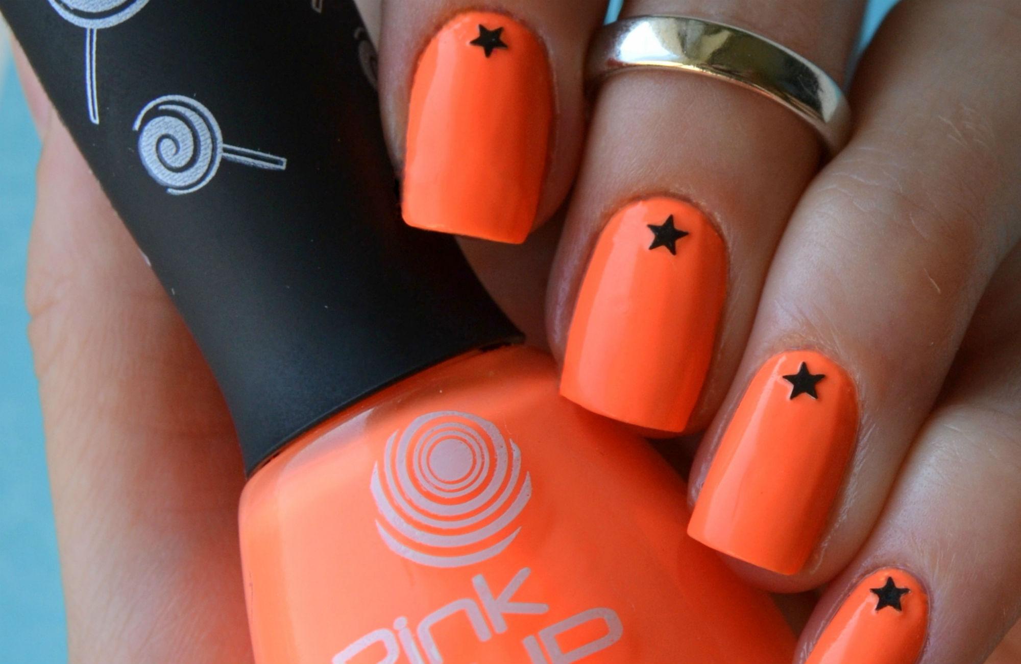Рисунок звезда на ногтях фото