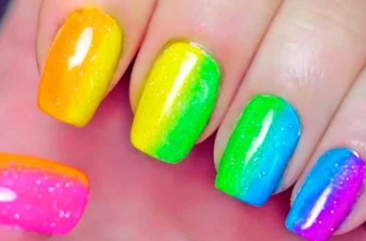 yarkij-manicure-13