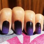 Растяжка фиолетовыми блестками