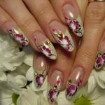 Цветочный дизайн ногтей миндалевидной формы