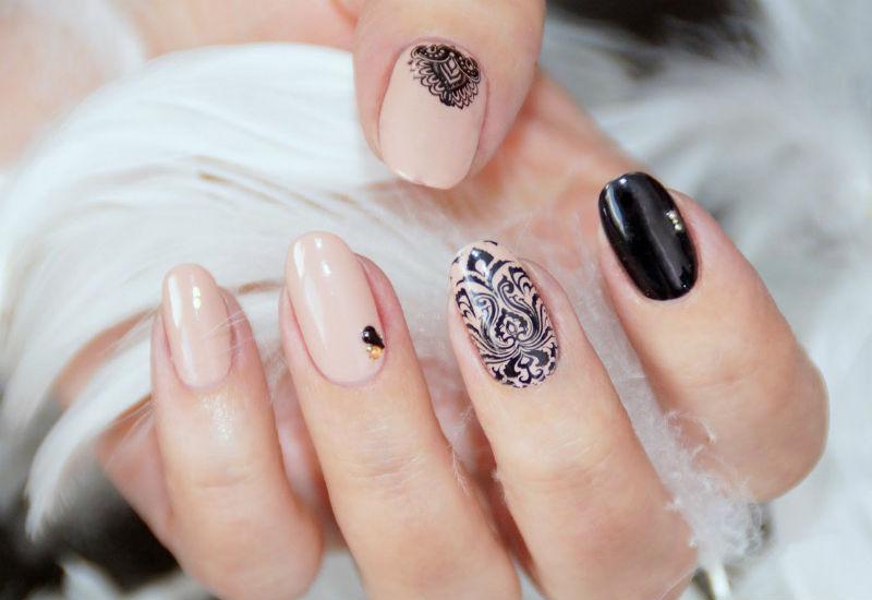 Оригинальный дизайн ногтей миндалевидной формы