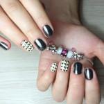 Контрастный дизайн ногтей миндалевидной формы