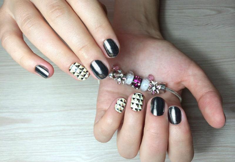Дизайн миндалевидной формы ногтей