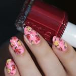 Яркий розовый дизайн ногтей миндалевидной формы