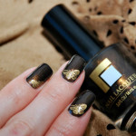 Маникюр с золотыми бабочками