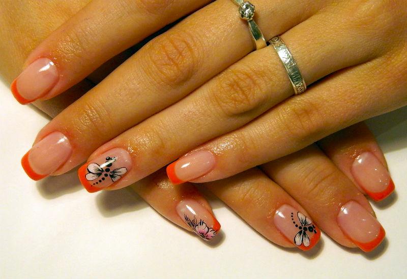 Дизайн ногтей стрекоза с оранжевым френчем