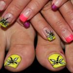 Яркий дизайн ногтей стрекоза