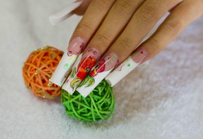 Расписные маки на ногтях