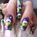 Расписные фиалки на ногтях