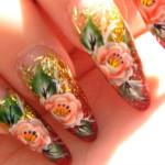 Маникюр с розами на блестках