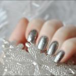 Маникюр с серебряными блестками