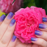 Фиолетовое омбре в маникюре