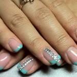 Двойная дорожка на ногтях