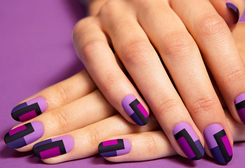 Геометрический маникюр в фиолетовых тонах