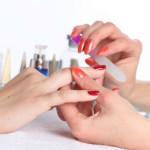 Обработка ногтя пилочкой