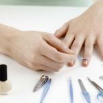 Комбинированный маникюр: обработка ногтя