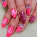 Розовый маникюр с блестками