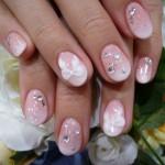 Розовый маникюр с каплями