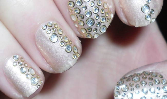 Капельки на ногтях маникюр фото