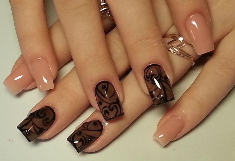 Дизайн ногтей прозрачный с рисунком