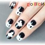 Черно-белый Микки Маус на ногтях