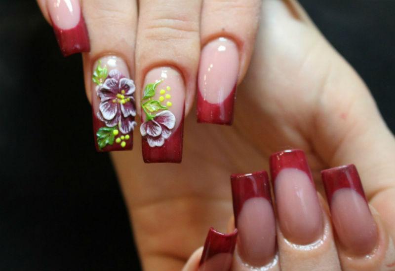 Фиолетовые 3D розы в маникюре