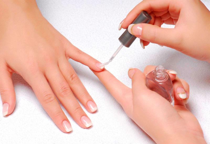 Укрепление ногтей лаком