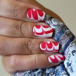 Бело-красный водный маникюр