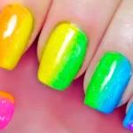 Разноцветный радостный маникюр.