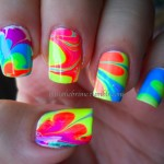 Пляжная графика на ногтях.