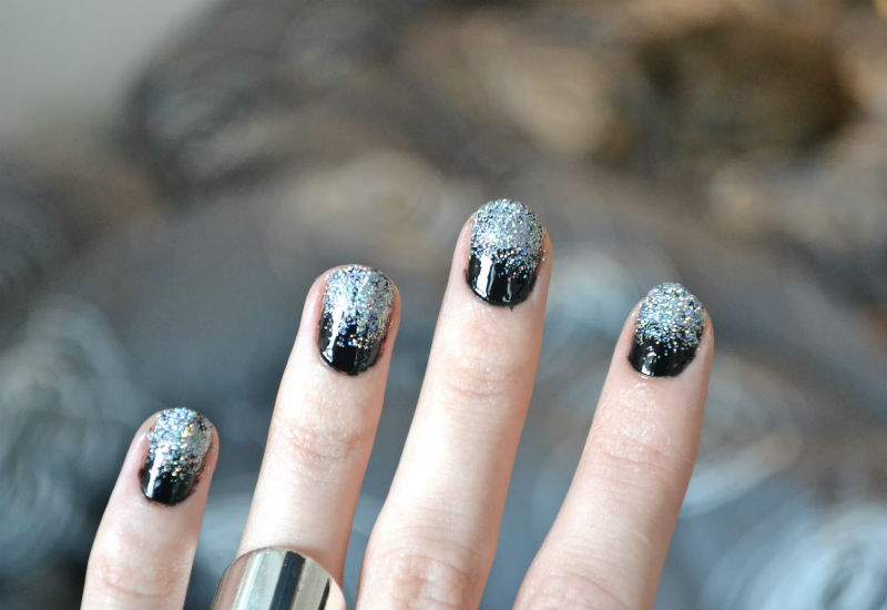 51b97be1012 Черный маникюр с серебряными блестками
