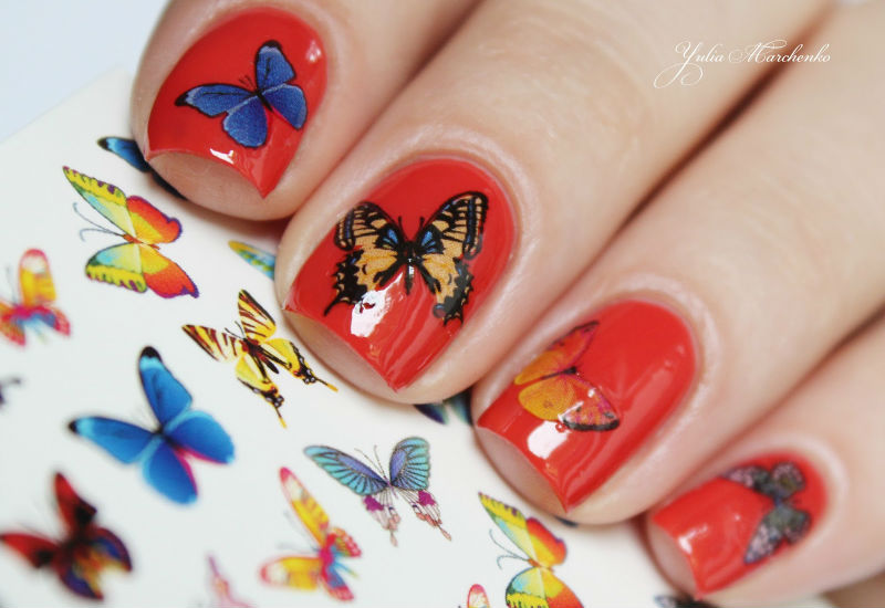 Фото маникюра с наклейками бабочками