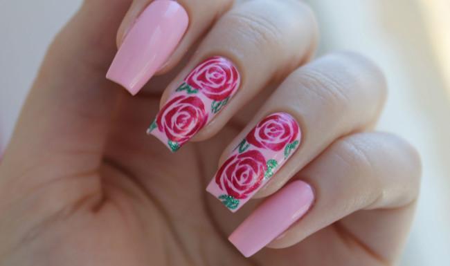 Рисунки роз на ногтях фото