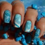 Абстрактный синий маникюр на квадратных ногтях
