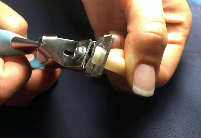 Снятие нарощенных ногтей.