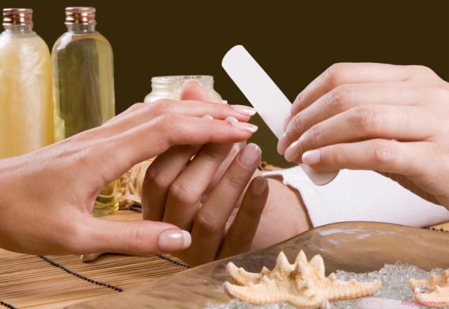 Обработка ногтей.