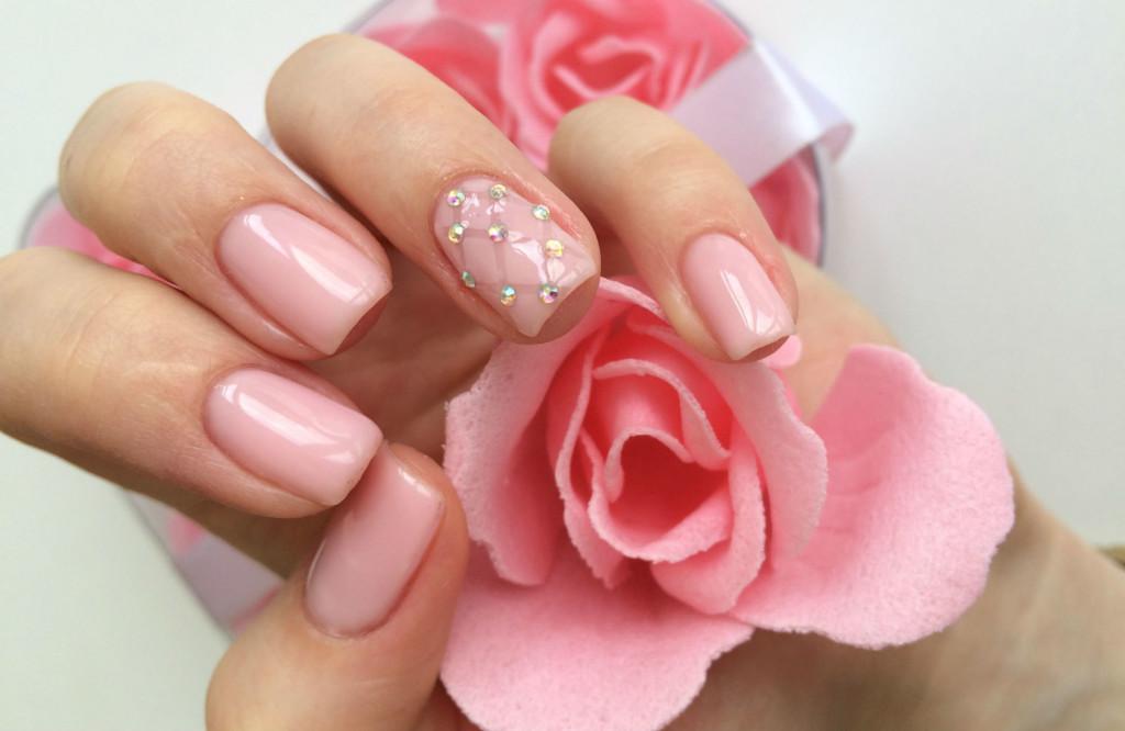 Фото маникюра с розовым дизайном