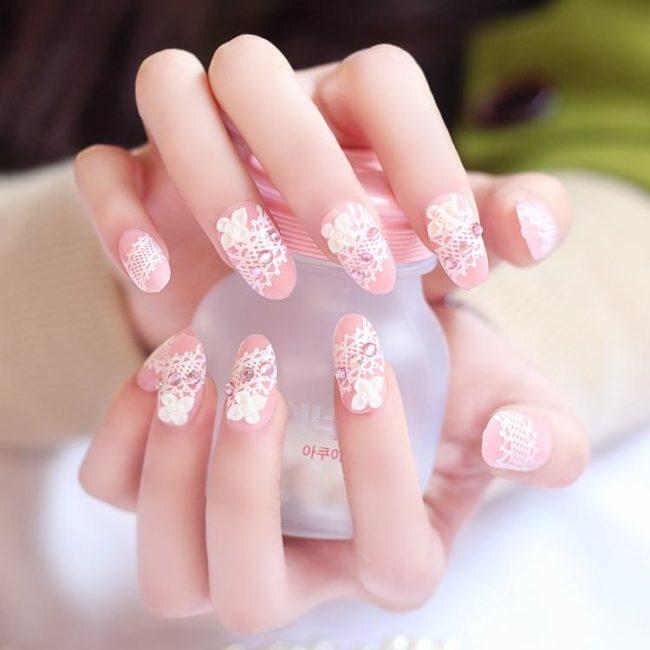 Розовый маникюр на длинные ногти.