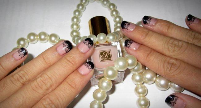 Дизайн ногтей ажурный розово-черный френч.