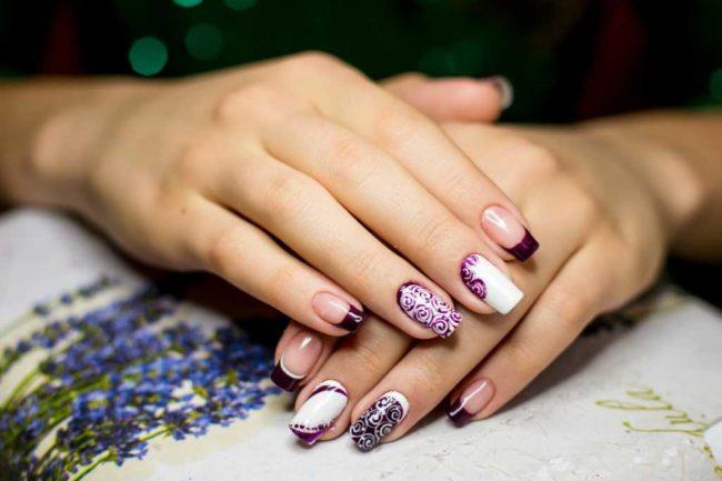 Дизайн ногтей ажурный фиолетовый френч.