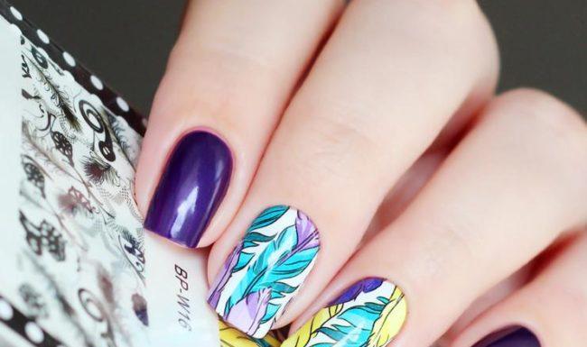 Яркий слайдер дизайн для ногтей.