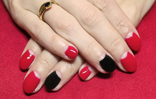 Черный и красный лунный маникюр гель лаком.