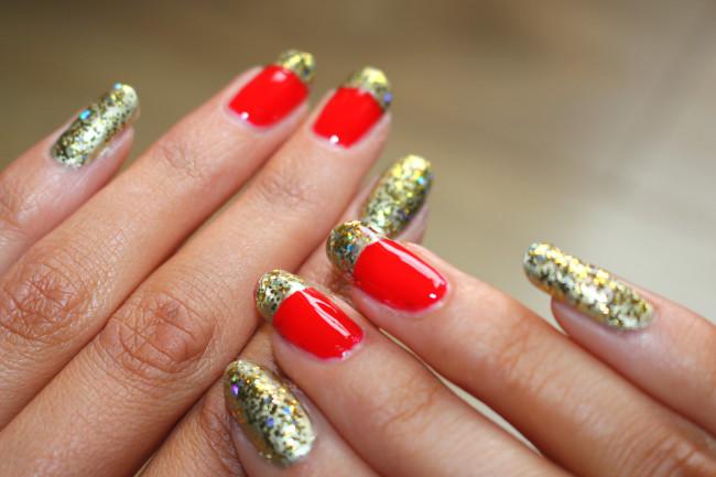 Красно-золотой маникюр фольгой.