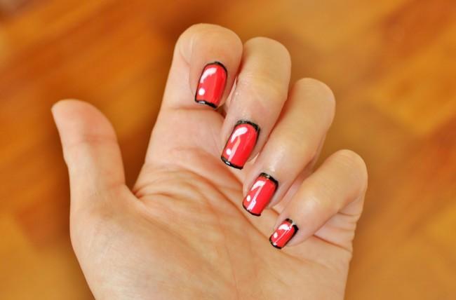 Красный с черным контуром дизайн ногтей в домашних условиях.