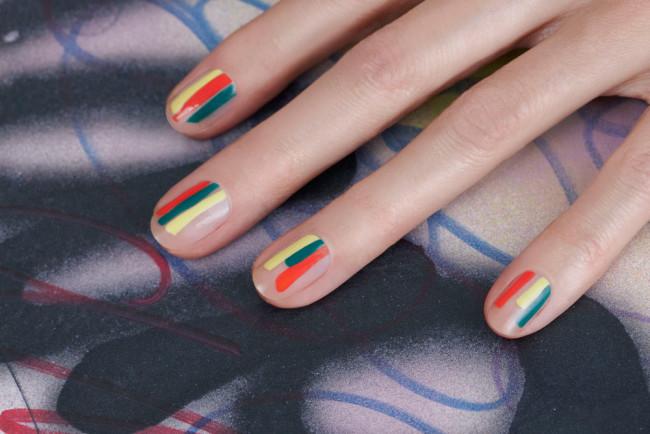 Дизайн ногтей полосками в домашних условиях.