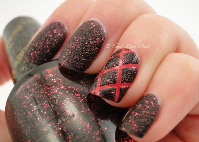 Шахматная доска в красно - черном цвете.