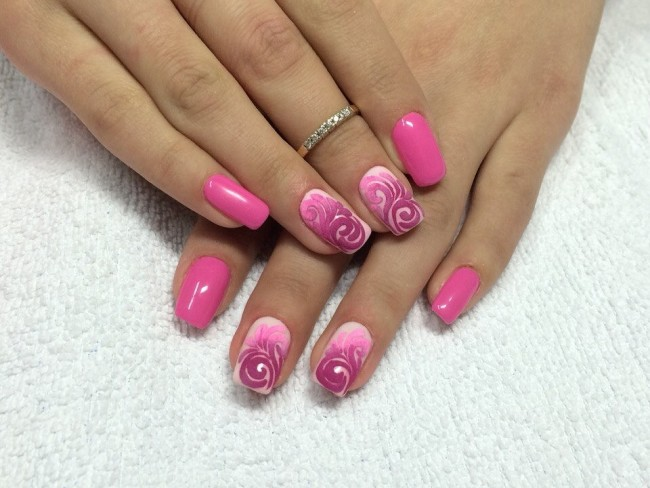 Пастельный нейл-арт в розовом цвете.