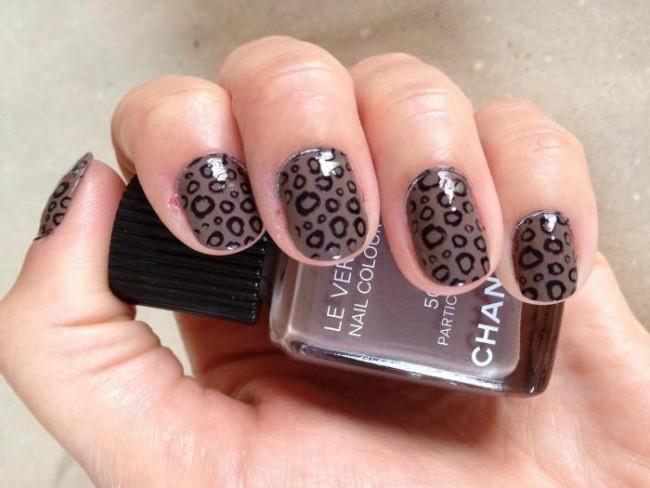 Леопардовый стемпинг на ногтях.