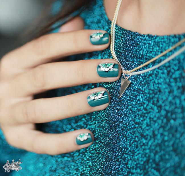 Ногти в синем цвете.