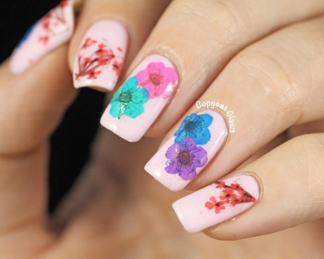 Большие цветы на ногтях